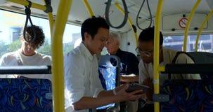Pendlare som reser i bussen 4k stock video