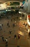 Pendler an einer Johannesburg-Station Stockfotos