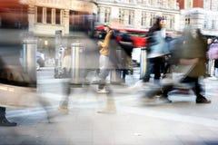 Pendler an unscharfer Bewegung Londons Liverpool Straße Lizenzfreie Stockfotografie