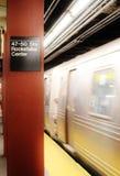 Pendling för station för drev för Rockefeller Center för New York gångtunnelMTA som arbetar underjordisk transport royaltyfri foto