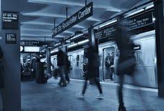 Pendling för station för MTA för gångtunnel för New York City livsstilrusningstid som arbetar arkivbild