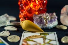 Pendolo & cristalli di rabdomanzia Fotografia Stock Libera da Diritti
