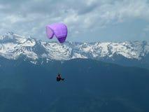 Pendurar-planador e montanhas, um k Imagens de Stock