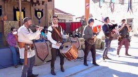 Penedono, Portogallo - 20170701 - - Drum e Pipe Corp inizia w - suono giusto medievale stock footage