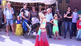 Penedono, Portogallo - 20170701 - giusto medievale - danza del ventre video d archivio