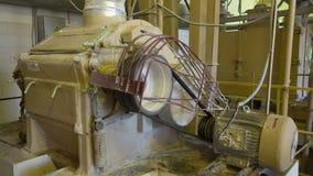 Peneira industrial da farinha vídeos de arquivo