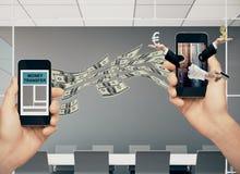 Pengaröverföring och digitalt bankrörelsebegrepp royaltyfri foto