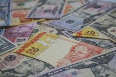 Pengar - Dolar och verkligt Arkivfoto