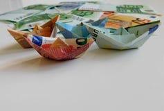 Pengar euro, skepp, kassa, räkningar arkivfoton