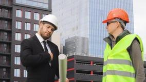 Pengar för betalning för aktieägare- och byggmästareprojektavslutning som drar dokumentation arkivfilmer