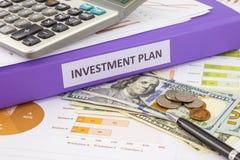 Pengar för budget- ledning och investeringsplan Royaltyfria Foton