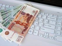 Pengar för datoren Arkivbild