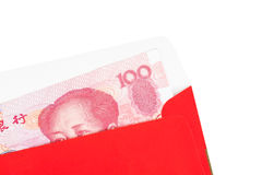 Pengar för kines eller för 100 Yuan sedlar i rött kuvert, som kines Royaltyfria Bilder