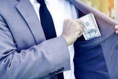 Pengar för nederlag för affärsman i fack royaltyfria bilder