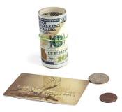 Pengar förband med en elastisk musikband, ett plast- kort och en trifl Arkivbilder