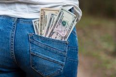 Pengar i bakre jeansfack Arkivfoton