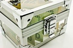 Pengar i en genomskinlig ask fotografering för bildbyråer