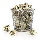 Pengar i en korg Royaltyfria Foton