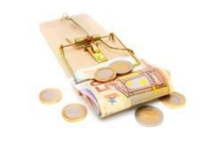 Pengar i en mousetrap Royaltyfri Foto