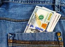 Pengar i facket av jeansbyxa Royaltyfri Foto