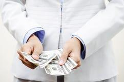 Pengar i händerna Fotografering för Bildbyråer