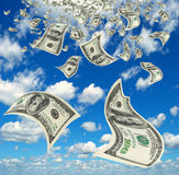 Pengar i himlen. Fotografering för Bildbyråer