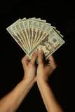 Pengar i kvinna händer Royaltyfri Bild