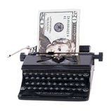 Pengar i manuell skrivmaskin fotografering för bildbyråer