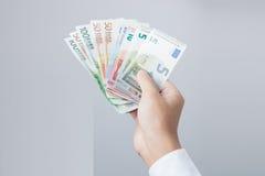 Pengar i räcka Arkivfoto