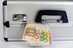 Pengar i resväska Royaltyfria Bilder