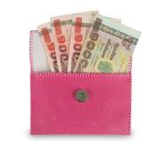 Pengar i rosa plånbok på vit bakgrund Fotografering för Bildbyråer