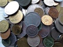 Pengar, mynt och pappers- anmärkningar av olika länder, gamla auktioner, numismatik, samling, affär, utbyte, lager, royaltyfri fotografi