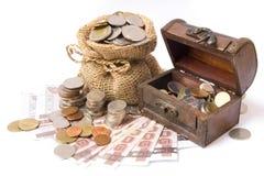 Pengar myntar och packar ihop Arkivfoton