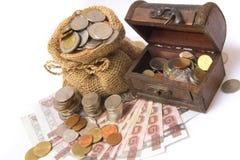Pengar myntar och packar ihop Arkivbild
