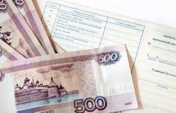 Pengar och checkhäfte Royaltyfri Foto