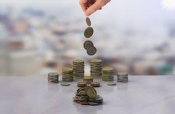 Pengar och hand Arkivfoton