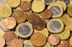 Pengar och mynt från Europa, en grupp av mynt Royaltyfri Fotografi