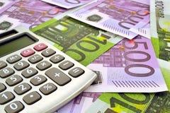 Pengar och räknemaskin Fotografering för Bildbyråer