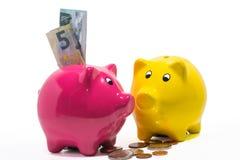 Pengar och spargrisar Fotografering för Bildbyråer