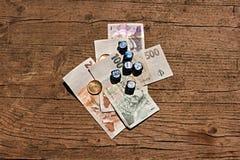 Pengar och tärnar Royaltyfria Bilder