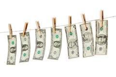 Pengar på den isolerade kläderlinjen Arkivfoto