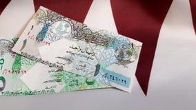 Pengar på flagga av Qatar arkivfilmer