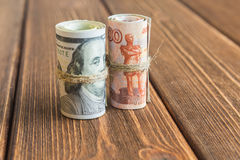 Pengar på skrivbordet royaltyfri bild