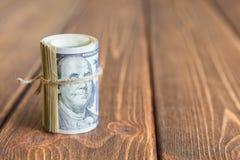 Pengar på skrivbordet royaltyfri foto