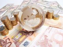 Pengar på tabellen fotografering för bildbyråer