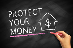 pengar skyddar ditt Arkivfoto