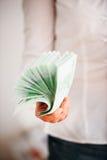 Pengar som används som pappers- fan Arkivfoto