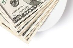 pengar som betalar plattan Arkivbild