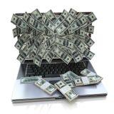 Pengar som häller ut från bärbara datorn Arkivfoton