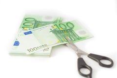 Pengar som klipper den finansiella besparingbudgeten Arkivbild